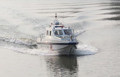 猎豹1100(封闭式)高速巡逻艇